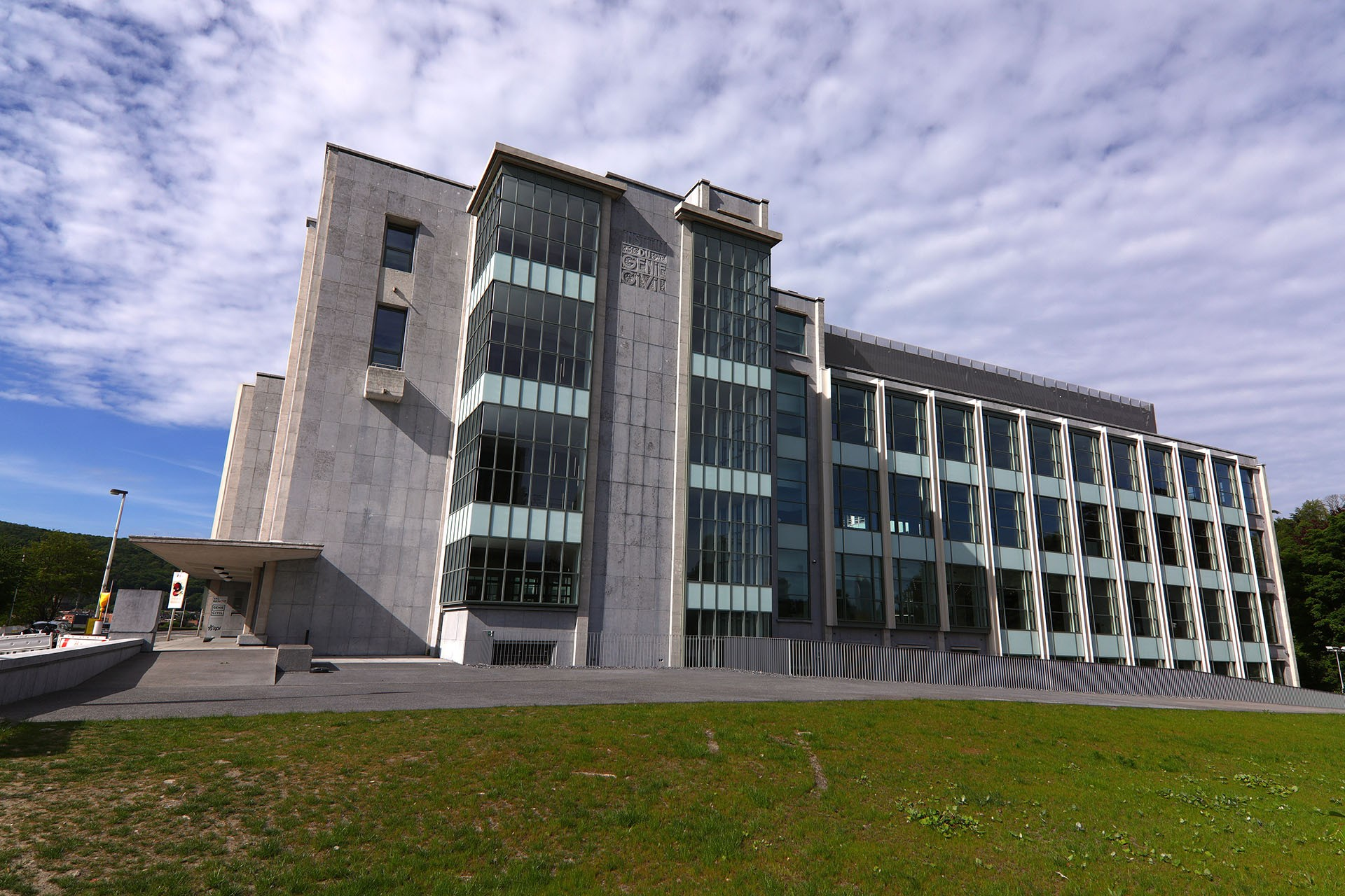 Val Benoît - Civil engineering building